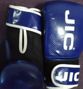 Продам перчатки 8