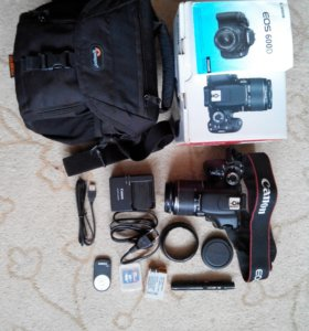 Продаю зеркальную камеру Canon 600D + аксессуары