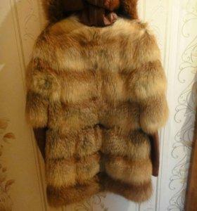 Куртка зимняя из натурального меха лисы и кожи.