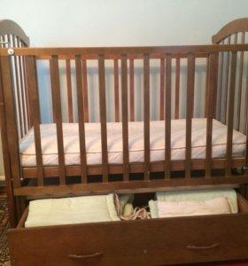 Продам детскую кроватку. Матрас прилагается.