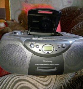 Продам cd проигрыватель+кассетный магнитофон+fm