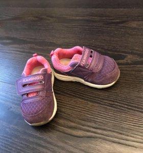 Кроссовки для девочки .
