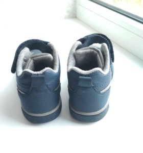 Ботинки, кросовки.
