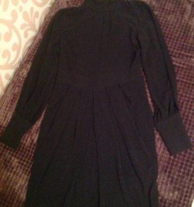 Чёрное платье с воротником