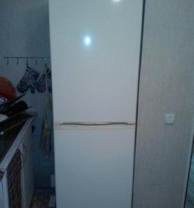 Холодильник.Телевизор.тумба.часы.