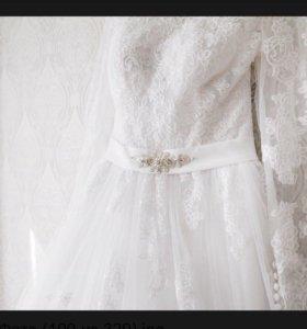 Свадебное платье и аксессуары (серьги,диадема)