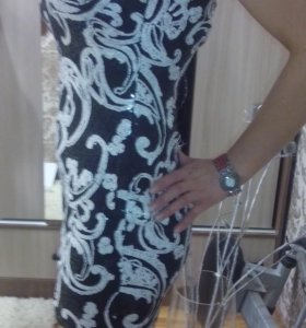 Красивое новое платье,с этикеткой р.44-46