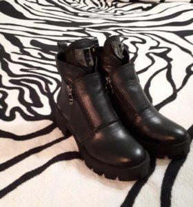 Ботинки женские новые 35 размер