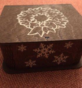 Новогодняя подарочная шкатулка из дерева