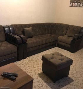 Угловой диван, кресло и пуф