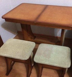 Стол + 2 табуретки