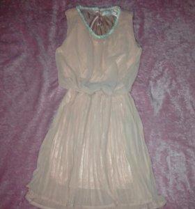 Платье нежно кремового оттенка