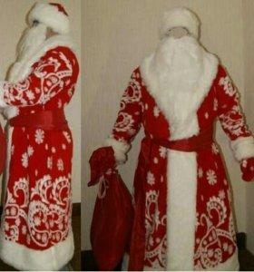 Шикарные костюмы Деда Мороза и Снегурочки.