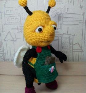 Трудолюбивый пчеленыш