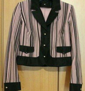 Продаю классный костюм, пиджак и юбка