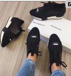 Новые кроссовки 40