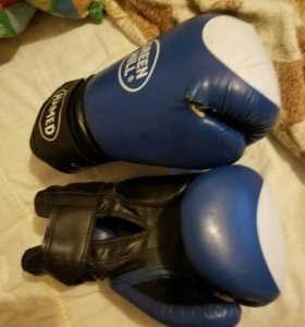 Боксерские перчатки б.у 12 унций
