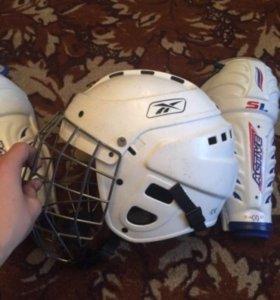 Хоккейный шлем с щитками