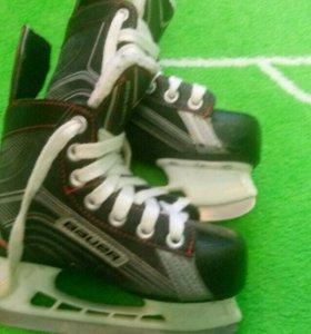 Коньки хоккейные Bauer VAPOR X200