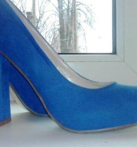 Туфли синие на высоком каблуке