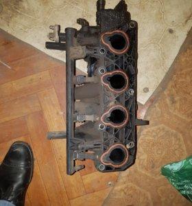 Впускной коллектор форсунки Renault Logan-Рено лог