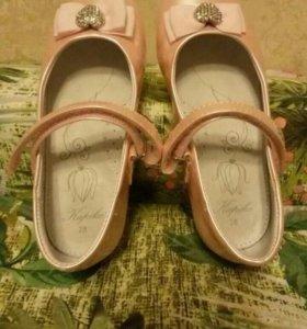 Туфли новые детские
