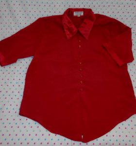 Красивая блузка насыщенного красного цвета