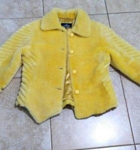 Шуба из мутона жёлтая