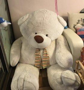 Плюшевый большой медведь