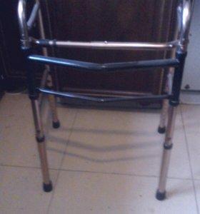 Ходунок для инвалидов