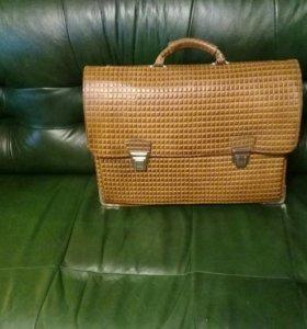 Большой кожаный портфель