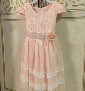 Платье нарядное персикового цвета