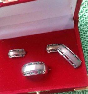 Комплект из серебра с изумрудами