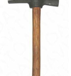 Молоток-кирочка каменьщика