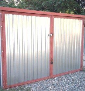 Металлическая конструкция гараж-пенал.