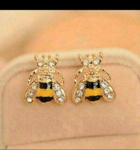 Гвоздики пчелки
