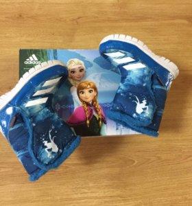 Детские зимние сапожки фирмы adidas