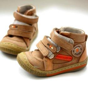Детские осенние ботинки фирмы Bebetom