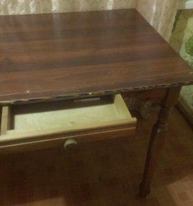 стол кухонный .