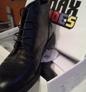 Ботинки женские новые .