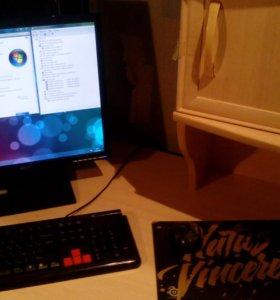 Настольный компьютер с монитором для работы и игр
