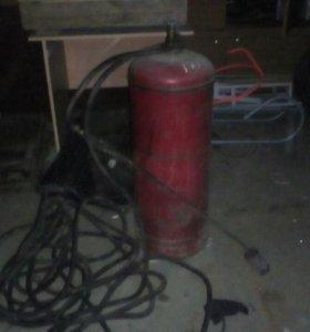 Газовый баллон с шлангами и горелкой