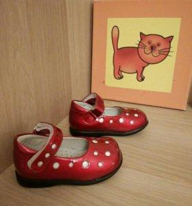 Новые туфельки для девочки.