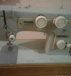 """электрическая швейная машинка """"Подольск - 142"""""""