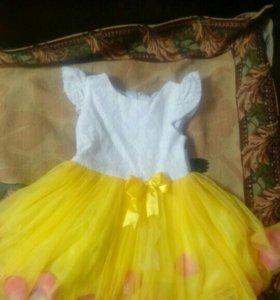 Нарядное платье с лепестками