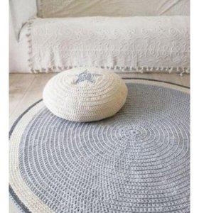 Декоративные пуфы и ковры