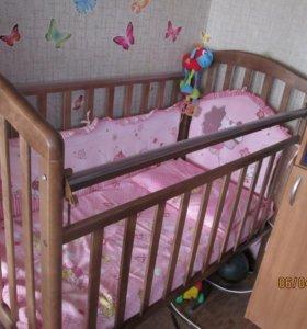 Детская кроватка сматрасом и бортиками