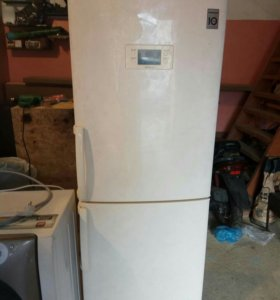 Холодильник и стиральная машинка