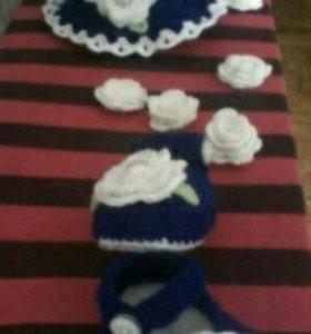 Комплект из шляпки и туфель.