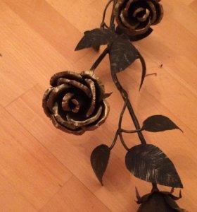 Кованая роза, три бутона